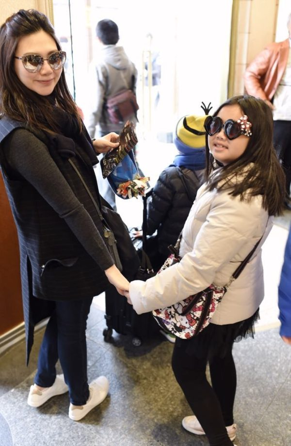 The fashionable mother daughter tandem off to one of their many bonding trips